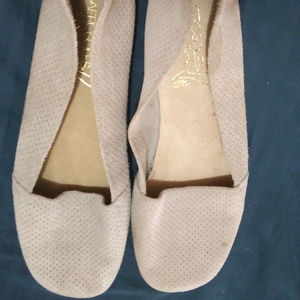 New Aeroloes Beige White Flats Size 11